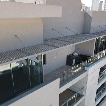 פרגולה מאלומיניום תלוי למרפסת